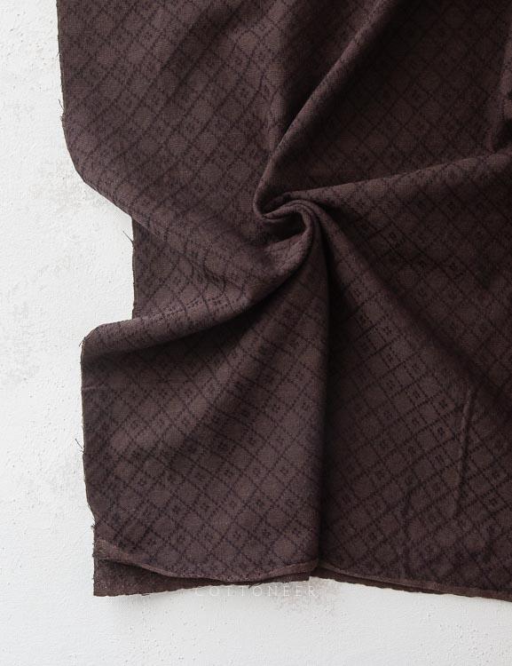 crossed-diamond-woven-in-ebony-1